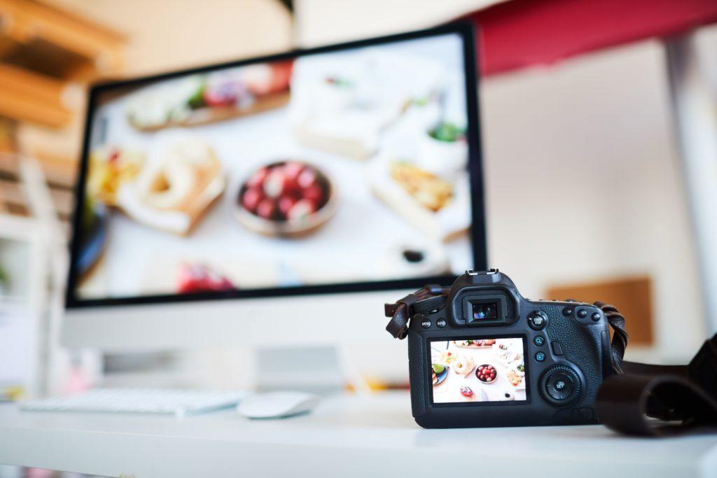 медийная реклама, изображение фотоаппарата